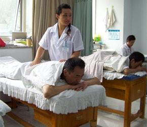 Lara Cavallero al centro internazionale di agopuntura a Nanchino